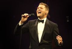 For nearly two hours in Milwaukee Sunday, Michael Bubl� effortlessly personified the classic, crowd-pleasing crooner on what he said was �one of the hardest days of my life.�