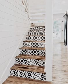 Lovely use of tiles on stair risers. They look stunning against the wood of the steps. Lovely use of tiles on stair risers. They look stunning against the wood of the steps. Style At Home, Home Design, Home Renovation, Home Remodeling, Tile Stairs, Tiled Staircase, Wooden Stairs, Basement Stairs, Concrete Stairs