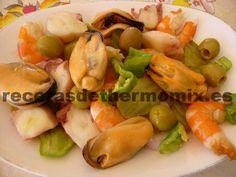 El salpicón es una receta típica de la zona de Andalucía, se consume mucho en los meses de verano, ya que es un plato que se toma en frío. En media hora tenemos listo un fresco salpicón con thermomix.