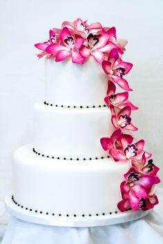 Lovely wedding cake design.