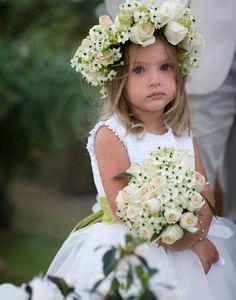 CaseAqui | Assessoria . Organização . Cerimonial: Guirlanda de flores para daminhas
