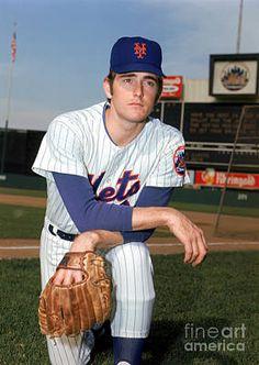 New York Mets Baseball, Baseball First, Ny Mets, Sports Baseball, Baseball Players, Baseball Cards, Mlb Players, Football, Mlb Uniforms