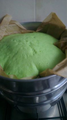My Papa makes the Best! Maybe it is a Febie: recept: Roti Kukus (Indonesische gestoomde cake) // steamed cake! Steam Recipes, Dutch Recipes, Asian Recipes, Steamed Cake, Steamed Food, Indonesian Cuisine, Indonesian Recipes, Good Food, Yummy Food