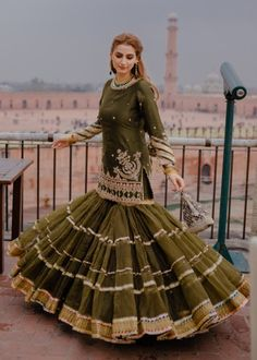 Want to check out some amazing sharara & ghararas? Then you have to see these Pakistani Gharara by designer Mohsin Naveed Ranjha. Pakistani Gharara, Pakistani Dress Design, Pakistani Wedding Dresses, Pakistani Designers, Pakistani Outfits, Indian Outfits, Nikkah Dress, Gharara Designs, Lehenga Designs
