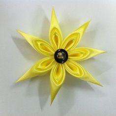 Flor de cetim para decorar acessórios é diferente, mas linda (Foto: createsie.com)