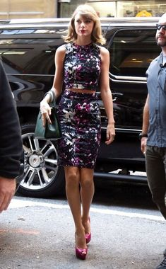 Taylor Swift Photos - Taylor Swift Steps Out in NYC - Zimbio