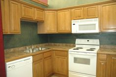 New kitchen cabinets are an opportunity to give your kitchen an updated look. Whether it is custom cabinets, semi-custom cabinets or assembled.