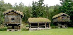 Årestua fa Kveste eller Kvestad sont gården ofte blir kult, er bygd på slutten av 1600-tallet.