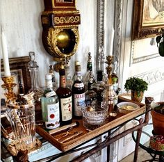 The secret to the Holidays is a well-stocked bar! Get tips and tricks for creating your own ultimate home bar for the holidays, from Indeed Decor. Bar Vintage, Bar Antique, Vintage Industrial, Industrial Style, Vintage Style, Bar Deco, Deco Table, Bar Cart Styling, Bar Cart Decor