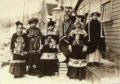 Tlingit women pose in ceremonial dress, Alaska, ca. - American Indians of the Pacific Northwest -- Image Portion - University of Washington Digital Collections Native American Images, Native American Tribes, Native American History, American Indians, Indigenous Peoples Day, Indigenous Art, Inuit People, Tlingit, History Of Photography