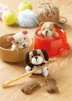 Knit this cute little beagle that would be great to give as a gift and ideal for using up oddments of yarn. The pattern is suitable for knitters of all abilities. Knitting Stitches, Knitting Patterns, Knitted Animals, Knitted Slippers, Yarn Projects, Dog Toys, Beagle, Stitch Patterns, Knit Crochet