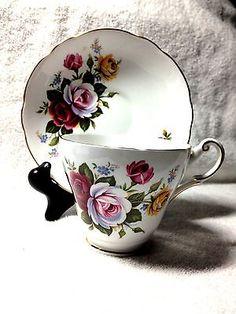 VINTAGE REGENCY ENGLISH BONE CHINA TEA CUP & SAUCER RED WHITE & YELLOW ROSES