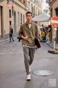 The Best Street Style From Pitti Uomo Spring/Summer 2020 - Daily Fashion Japan Street Fashion, Korean Street Fashion, Fashion 2020, Look Fashion, Mens Fashion, Men Summer Fashion, Japan Men Fashion, Fashion Weeks, Asian Fashion