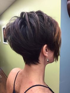 35 short hairstyles you want to wear in 2019 – Page 8 of 35 - Hairstyle Popular Short Haircuts, Short Sassy Haircuts, Short Hairstyles For Thick Hair, Short Hair Cuts For Women, Wavy Hair, Curly Hair Styles, Layered Haircuts, Back Of Short Hair, Pixie Haircuts