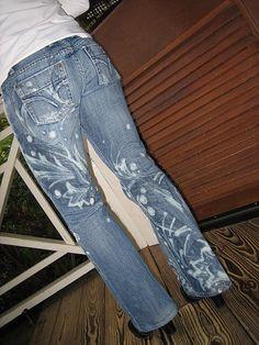 Kunst auf Jeans mit Bleichmitteln