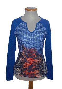 Camiseta cuello uve, estampado  color Azul