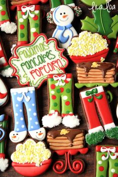 How to make decorated pajama sugar cookies -- a cookie decorating tutorial (Fancy Christmas Bake) Santa Cookies, Iced Cookies, Cute Cookies, Holiday Cookies, Halloween Cookies, Cute Christmas Cookies, Christmas Treats, Christmas Baking, Christmas Decorations