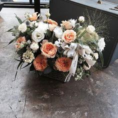 . Lesson Order Katalk ID vaness52 E-mail vanessflower@naver.com . #vanessflower #vaness #flower #florist #flowershop #handtied #flowergram #flowerlesson #flowerclass #바네스 #플라워 #바네스플라워 #플라워카페 #플로리스트 #꽃다발 #부케 #원데이클래스 #플로리스트학원 #화훼장식기능사 #플라워레슨 #플라워아카데미 #꽃수업 #꽃주문 #부케 #花 #花艺师 #花卉研究者 #花店 #花艺 . . #꽃바구니 #flowerbasket . . 싱그럽게 오렌지 화이트