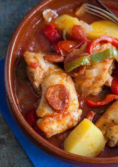 Guiso de pollo, chorizo y patatas