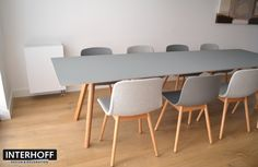 Ons serviceteam plaatste onlangs deze tafel 'Copenhague' en eetkamerstoelen 'About A Chair' van #Hay. #AAC12