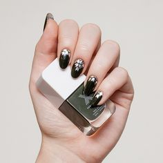 Step aside, spring pastels. Today, we're all about hunter green with silver detailing. #ManiMonday