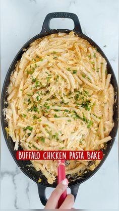 Buffalo Chicken Pasta, Chicken Pasta Bake, Pot Pasta, Chicken Mozzarella Pasta, Easy Pasta Dishes, Chicken Pasta Recipes, Cooking Recipes, Healthy Recipes, Delicious Pasta Recipes