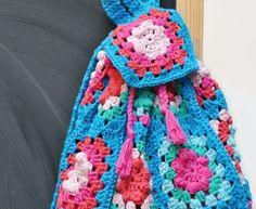 Free Back to School Crochet Pattern for Granny Square Backpack Crochet Lego, Thread Crochet, Cute Crochet, Knit Crochet, Crochet Backpack Pattern, American Girl Crochet, Crochet Gloves, Chunky Yarn, Stuffed Animal Patterns