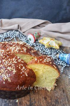 Veneziana dolce natalizio ricetta facile Portuguese Recipes, Italian Recipes, Portuguese Food, Italian Cooking, Mama Cooking, Brioche Recipe, Plum Cake, Happy Foods, Donuts