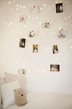 Ihana idea lapselle, joka haluaa ripustaa huoneeseensa valokuvia. Valonauha tuo pehmeää tunnelmaa ja kun valokuvat ripustaa tällä tavalla, ei seiniin jää jälkiä.