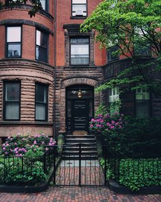 New York Brownstone, Brownstone Homes, Exterior Design, Interior And Exterior, Casas The Sims 4, Nyc Life, London House, City Aesthetic, Dream City
