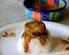 Kingfish in Coconut based Gravy  http://www.kaajalkooks.com/kingfish-coconut-curry/