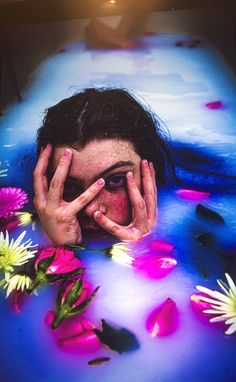 Milk Bath Photography, Makeup Photography, Portrait Photography, Photography Ideas, Picture Poses, Picture Ideas, Art Inspo, Art Reference, Roommates