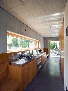 Kochspaß: Der schnörkellose und gelassene Wohnstil zeigt sich auch in der Küche.