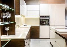 Studio Meblostrefa DREWNIANY BLAT  Ciepły i klimatyczny nastrój osiągnięty dzięki połączeniu drewna z niebanalną bielą.