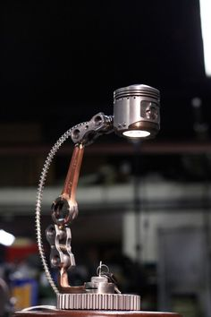 ausserirdisch SteamPunk Lampen Designs (Industrial Style) - Emma Home Car Part Furniture, Automotive Furniture, Automotive Decor, Furniture Removal, Industrial Furniture, Industrial Style, Industrial Design, Industrial Lamps, Metal Projects