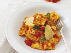 Gefüllte Pasta mit Spinat und Ricotta ist ein Rezept mit frischen Zutaten aus der Kategorie Blattgemüse. Probieren Sie dieses und weitere Rezepte von EAT SMARTER!