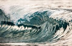photographer Pierre Carreau Perfectly Captures Magnificent Cresting Waves - My Modern Metropolis