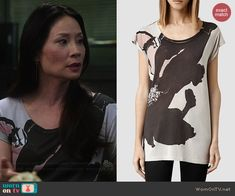 Joan's pink and black abstract graphic tee on Elementary.  Outfit Details: http://wornontv.net/43321/ #Elementary