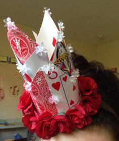 Queen of hearts crown Red Queen Costume, Queen Of Hearts Costume, Mad Hatter Party, Mad Hatter Tea, Mad Hatters, Party Queen, Fantasias Halloween, Alice In Wonderland Tea Party, Halloween 2015
