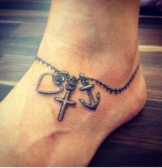This ankle tattoo.. *grabby hands*