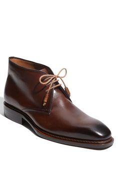 Mezlan 'Testa' Chukka Boot available at #Nordstrom Me fascinan estos zapatos, los encuentro tan elegantes por lo clásicos.