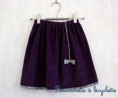 Jupe petit noeud en velours violet figue bordée de liberty Betsy Ann figue et gris