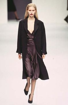 Kirsty Hume - Max Mara - Ready-to-Wear - Runway Collection - Women Fall / Winter 1997