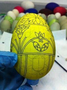 Easter Crafts, Holiday Crafts, Egg Shell Art, Snowflake Craft, Easter Egg Designs, Ukrainian Easter Eggs, Grenade, Arts And Crafts, Diy Crafts