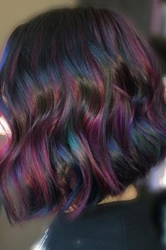 If you want to know more about the oil slick trend and think that it would be nice to follow it, we have some pieces of advice to ensure that your transition to an oil slick beauty goes as smoothly as possible. #haircolor #oilslickhair