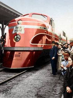 """1938 Rock Island's """"Rocket"""" a product of Electro-Motive Corporation. There were 6 built only for the Rock Island between August and October of 1937 . Rail Train, Train Art, Orient Express Train, Rock Island Railroad, Escala Ho, Railroad Pictures, Rail Transport, Bonde, Train Engines"""