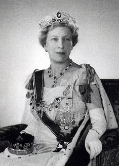 Mary, Princess Royal and Countess of Harewood. The late aunt to HM Queen Elizabeth. Princess Mary married one of the wealthiest and ugliest men in England, the Earl of Harewood.  According to some sources, she was forced to marry him by her mother Queen Mary (whose own niece Lady Mary Cambridge made a better marriage to the Duke of Beaufort).  According to other sources, she married him freely but rapidly came to regret it.