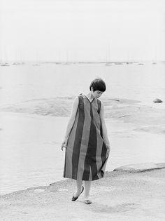 A Marimekko ad from the 60s. Sun, sea, boyish-looking girls. Love.