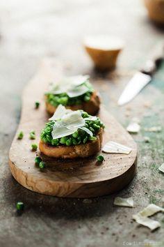 Crostini With Peas, Mint & Parmesan Recipe | Foodienarium