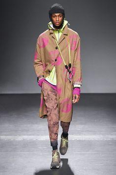 Robert Geller Fall 2019 Menswear Fashion Show Collection: See the complete Robert Geller Fall 2019 Menswear collection. Look 19 Indian Men Fashion, Mens Fashion Week, Fast Fashion, Fashion Fall, Runway Fashion, Fashion Ideas, Romeo Y Julieta, Vogue Russia, Fashion Show Collection
